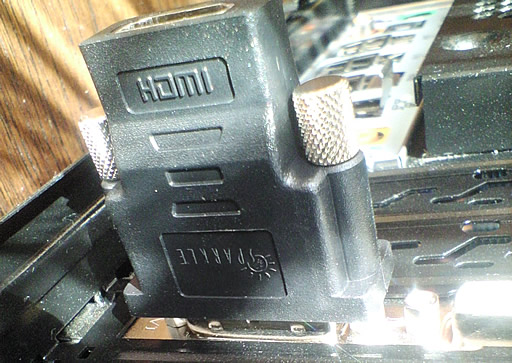 HDMIコネクタを接続