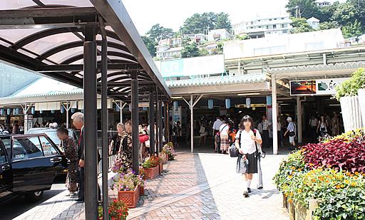 JR 熱海駅前